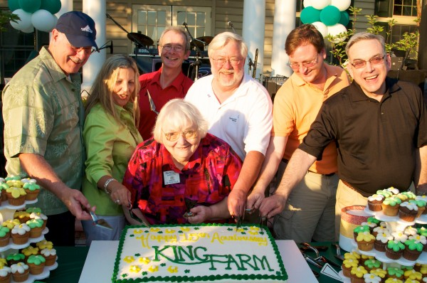 Picture of Phyllis Marcuccio and King Farm Board of Directors with 15th KF Anniversary cake