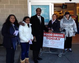 Ike Leggett and Manna Food Volunteers at Wheaton Giant photo