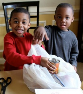 photo children packaging food