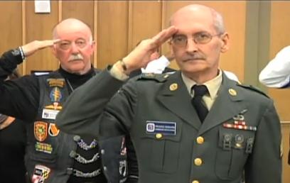 photo veterans saluting
