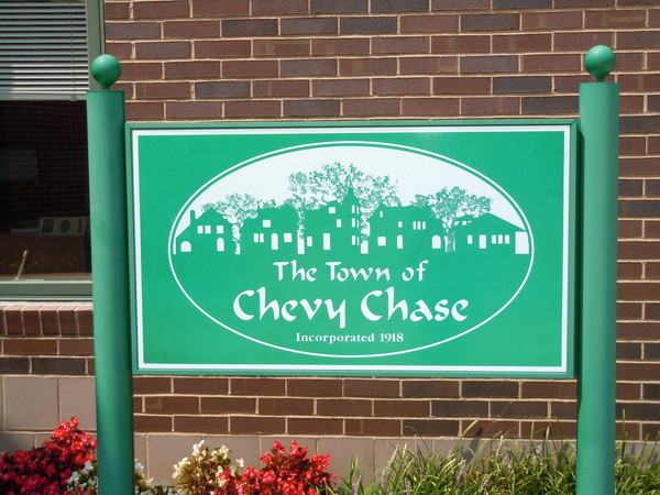 photo The Town of Chevy Chase sign