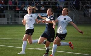 Liz Bogus of Seattle Reign FC vs Rachel Buehler and Nikki Marshall of Portland Thorns at Starfire Stadium in Tukwila, Washington on May 25, 2013 Photo | Hmlarson