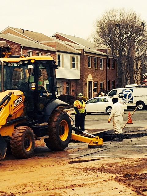 WSSC crews work to repair a water main break in Gaithersburg.