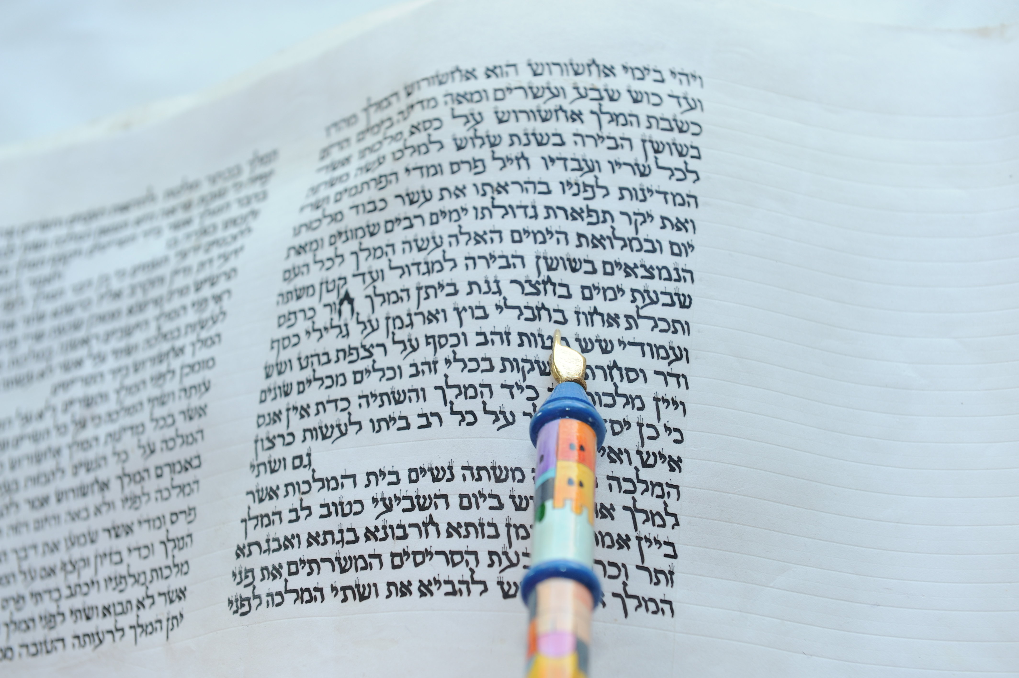 The Book of Esther/Photo by Chefallen