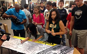 photo of Seneca Valley students signing up to not walk distracted