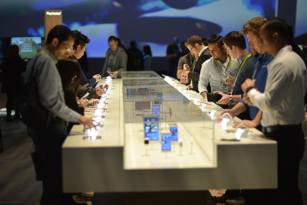 Display tables at CES attracted much attention in the Sony Booth