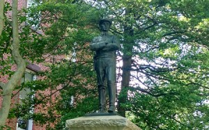 Confederate soldier monument 450x280