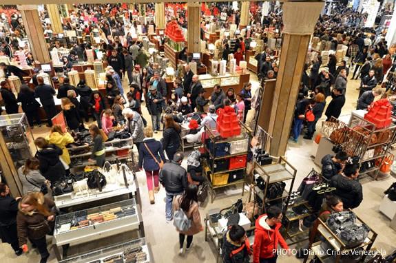 Balck Friday Shopping crowd